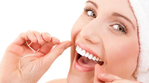 Igiene orale: spazzolini, scovolini e fili interdentali a confronto